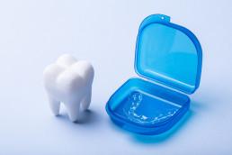 Teeth grinding الضغط على الأسنان